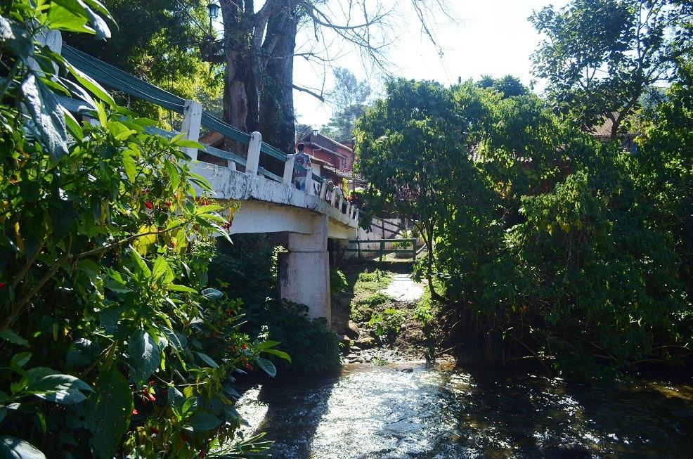 Ponte de Pedestres que liga Rio e Minas