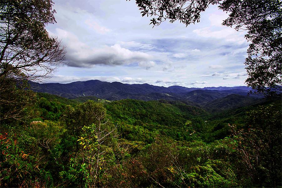 Mirante no caminho do Marimbondo, no Vale do Pavão