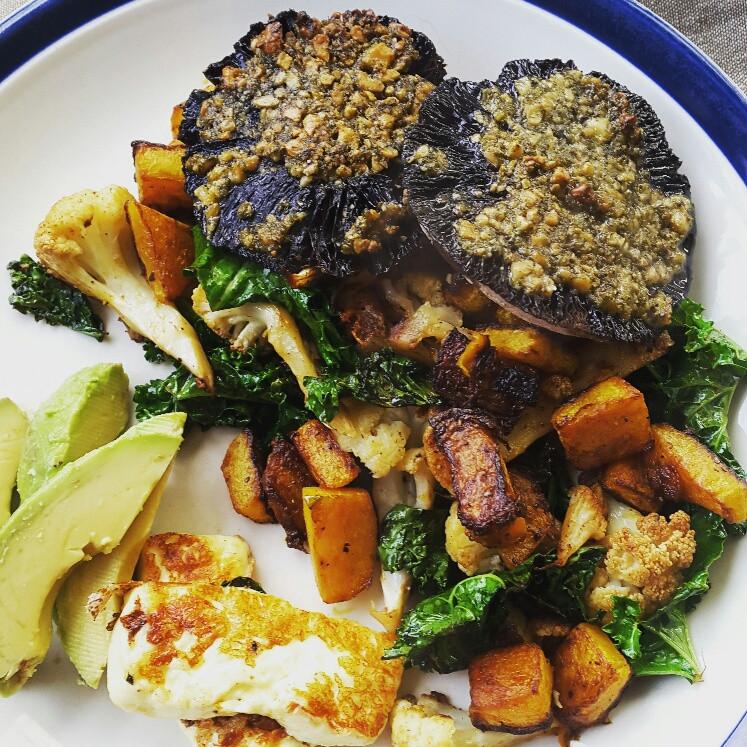 Pumpkin and kale with pesto mushrooms and halloumi_close.jpg