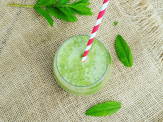 Mint, Kale & Banana Post-Workout Summer Smoothie