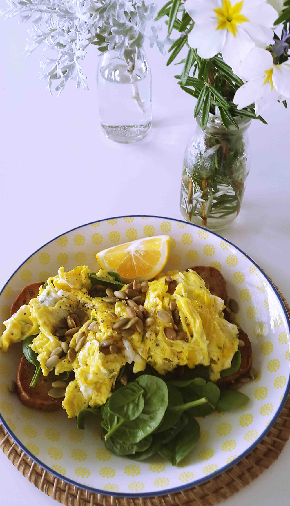 Herbed scrambled eggs_Fotor.jpg