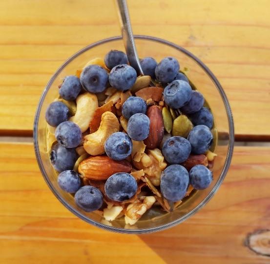 Summer green smoothie_blueberries_top_Fotor.jpg
