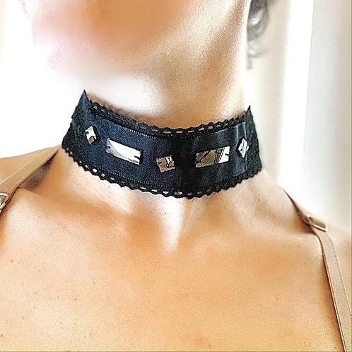 Black Mirror, lace ribbon.