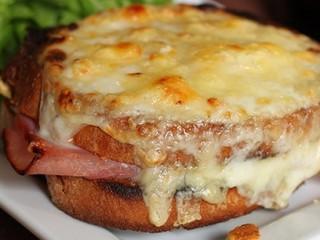 Aula-show, em francês, sobre Croque-Monsieur, o sanduíche dos bistrôs