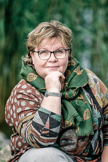 verena-studhalter-hrrelation-front-portr