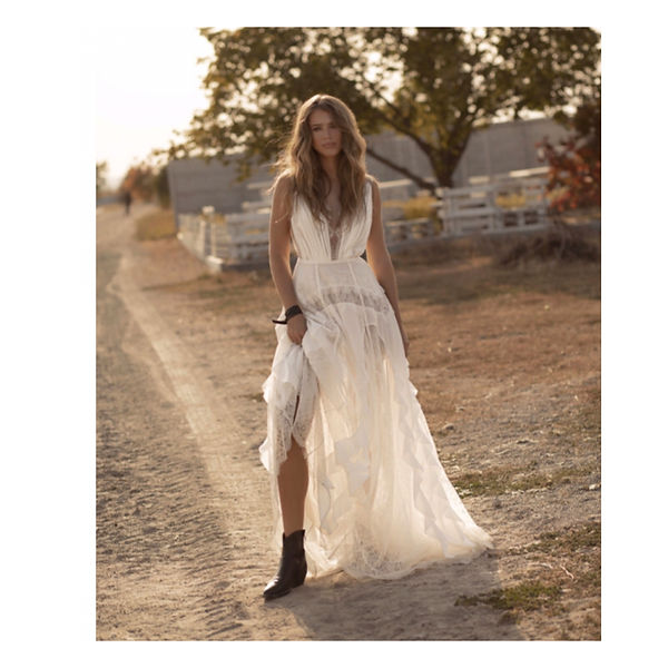 Vintage Brautkleider und Boho Brautkleider in Villingen-Schwenningen und Singen bei Brautmode Anna Jung. Großer Sortiment an Hochzeitskleider, Abendkleider, Standesamtkleider, Kleider für Schwangere und die anderen wunderschönen Kleider. Gerne gleich eine kostenlose Beratung vereinbaren und viele laufenden Angebote anfordern.
