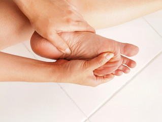 Tips For Keeping Your Feet Moisturized Between Visits