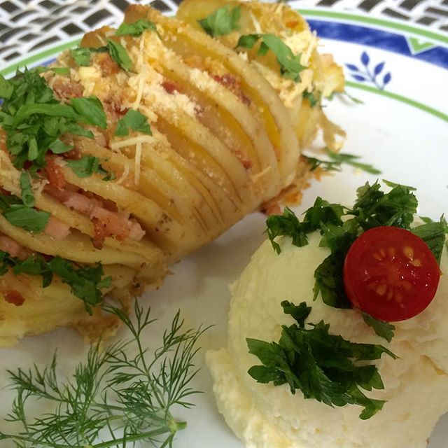 Batata hasselback com sour cream