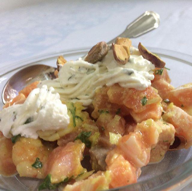 Ceviche de Salmão, Camarão e Pistache com Sour Cream de Hortelã _ foto _robertotostes #teresabistro