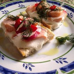 #brusqueta a la Cortés (salmão marinado com sour cream)