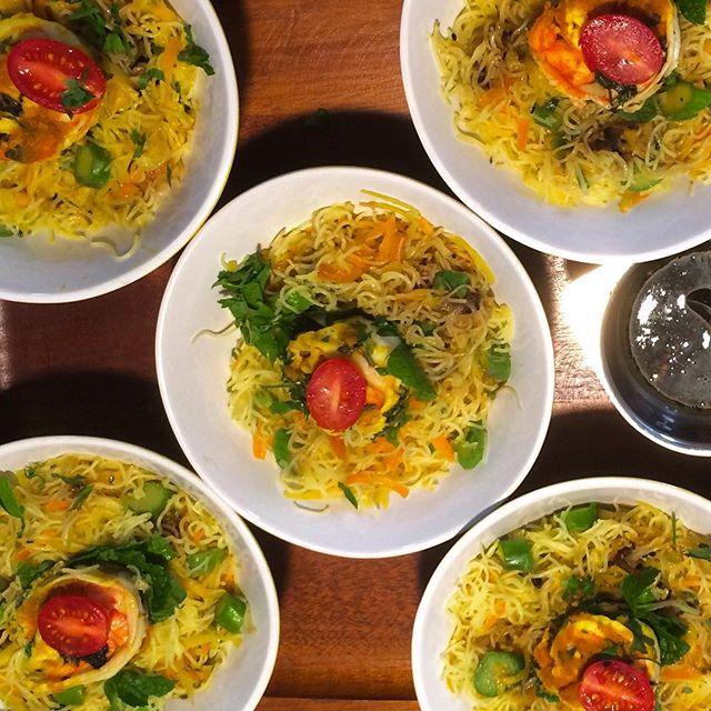 Salada de camarão com Bifum