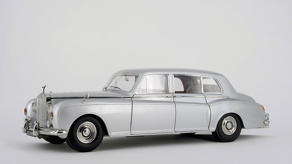 Rolls Royce Phantom V - silver