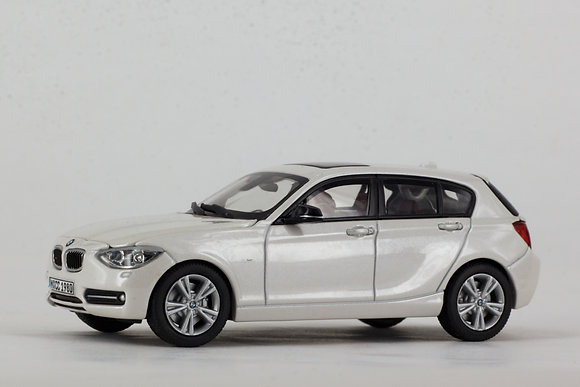 BMW 1 Series - 1:43 Mineral White
