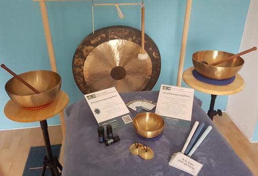 Klangschalen und Tam Gong