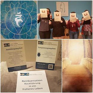 Teilnehmerinnen mit Zertikfikaten und Skripten für die Rückführungsausbildung
