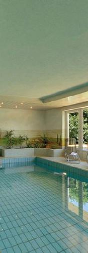 Schwimmbad innen in der Beautyfarm.jpg