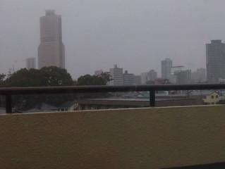 まだ雨は冷たい