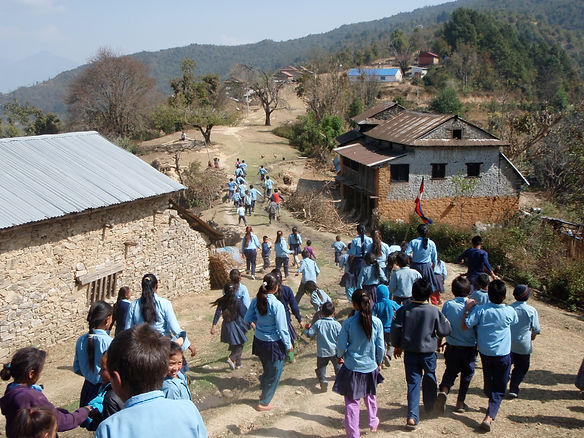 Children going to school in Thakani - 20