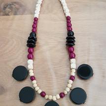 שרשרת עיגולים בגווני שמנת שחור וסגול