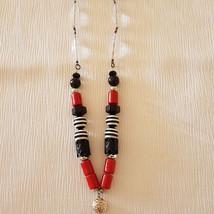 שרשרת שחור לבן אדום עם שוונץ כסוף
