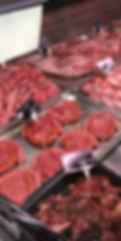 Étale de viande 100% locale préparées par nos Bouchers. ©lahalledautrefois.fr