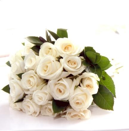 White Rose 15 stem bouquet