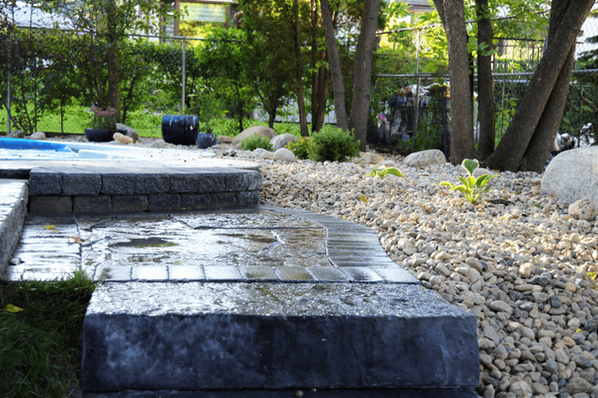 Grand flagstone landing to pool - Hardscape installation - Winnipeg, Manitoba