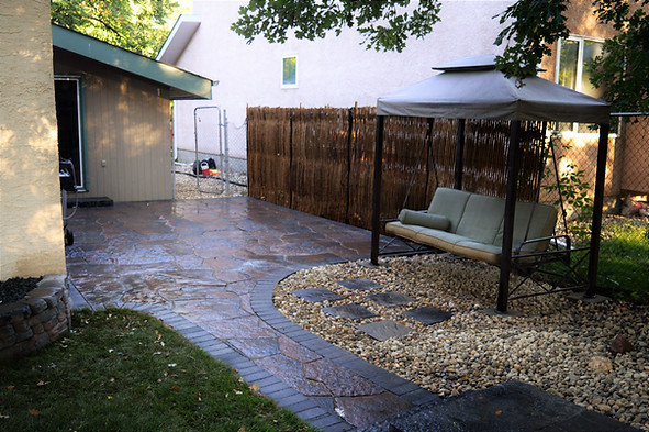 Barkman Concrete's Grand Flagstone Patio paired with 4 x 8 charcoal border