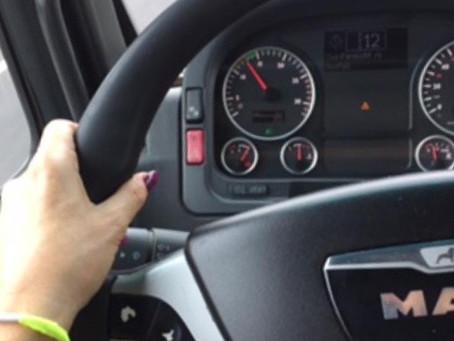 Žena za volanom kamiona