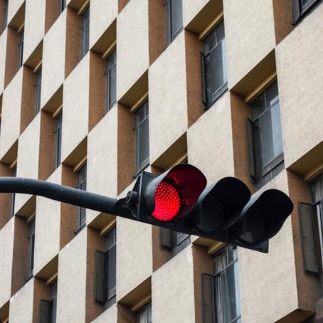 Crveno svjetlo na semaforu