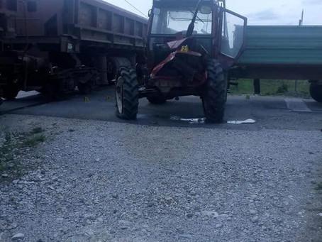 Traktorom pod vlak..