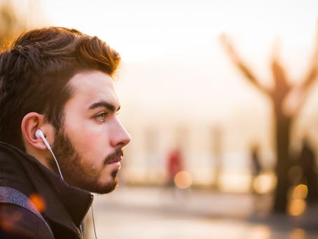 Treba početi kažnjavati pješake sa slušalicama i one koji govore ili tipkaju na mobitel u prometu