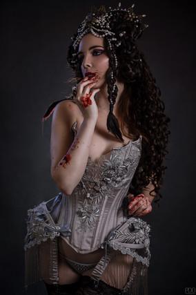Séance studio avec corset thème Halloween