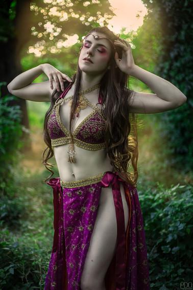 Elfe rêveuse en costume inspiration orientale
