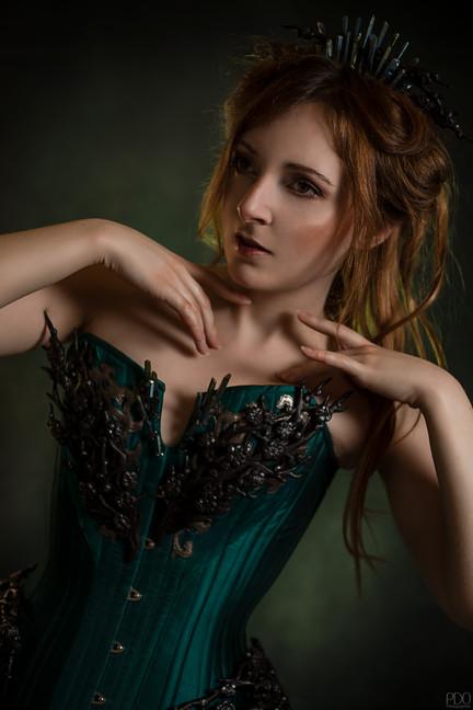 Photo et MUA : PDO Photographies Modèle : Equi Noxe Costume : Lyris Design