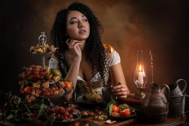 Mise en scène table avec plateau de fruits