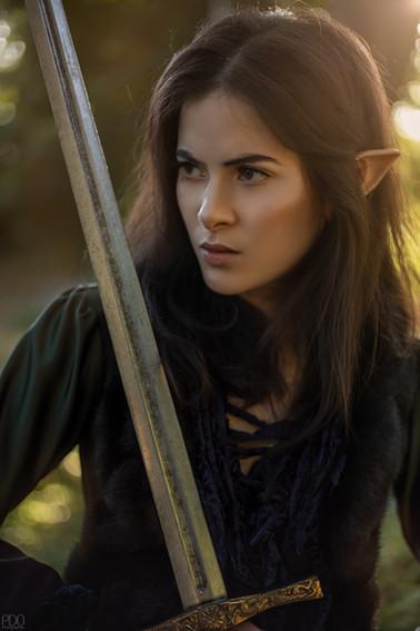 Elfe guerrière avec l'épée excalibure