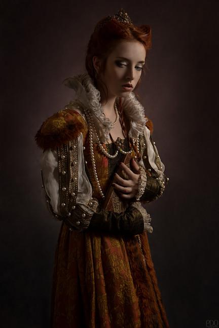 Costume d'époque avec couronne