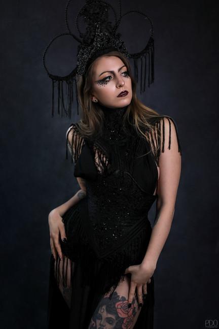 Photo : PDO Photographies Costume et MUA : Keandana Création Modèle :  Marion  Ce costume est disponible à la location pour vos shooting.