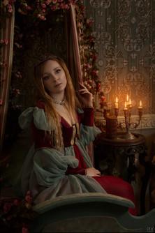 Portrait en costume dans un décor romantique