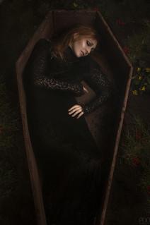 Mort-vivant dans son cerceuil
