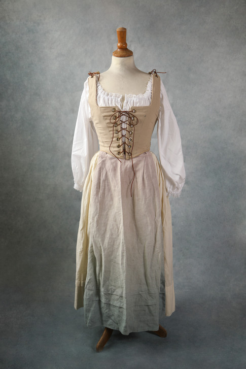 Taille 34-36-38- petit 40  Toutes les pièces de ce costumes  peuvent être mixées avec d'autres éléments.