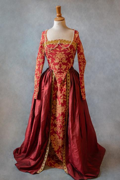 Robe rouge historique rouge et or