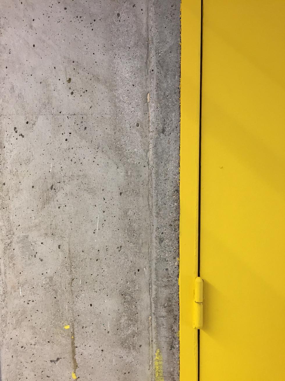 Béton et jaune - Firminy