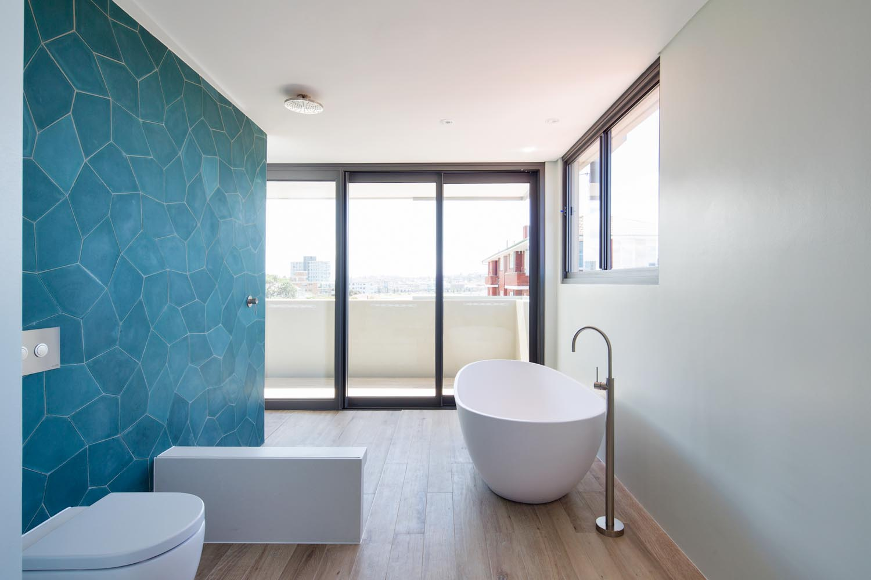Tamarama 5 bed master bathroom