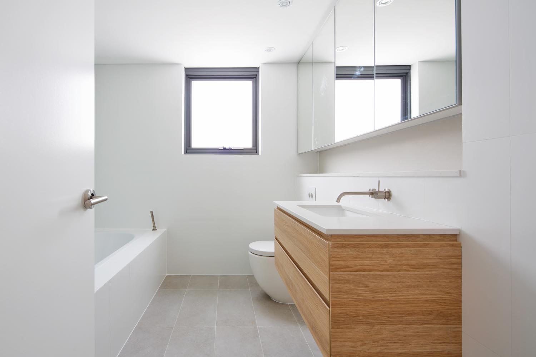 Tamarama 5 bed bathroom