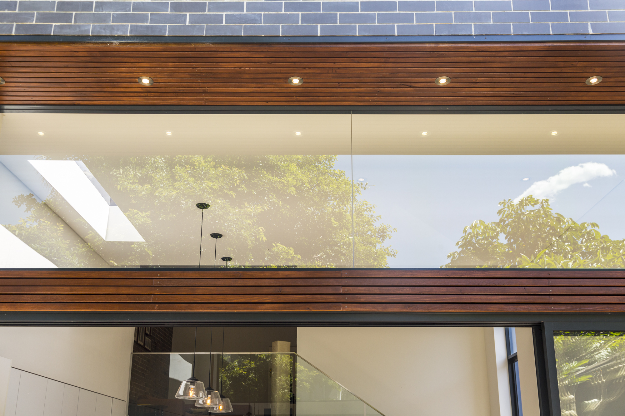 Bondi 3 bed glass panel