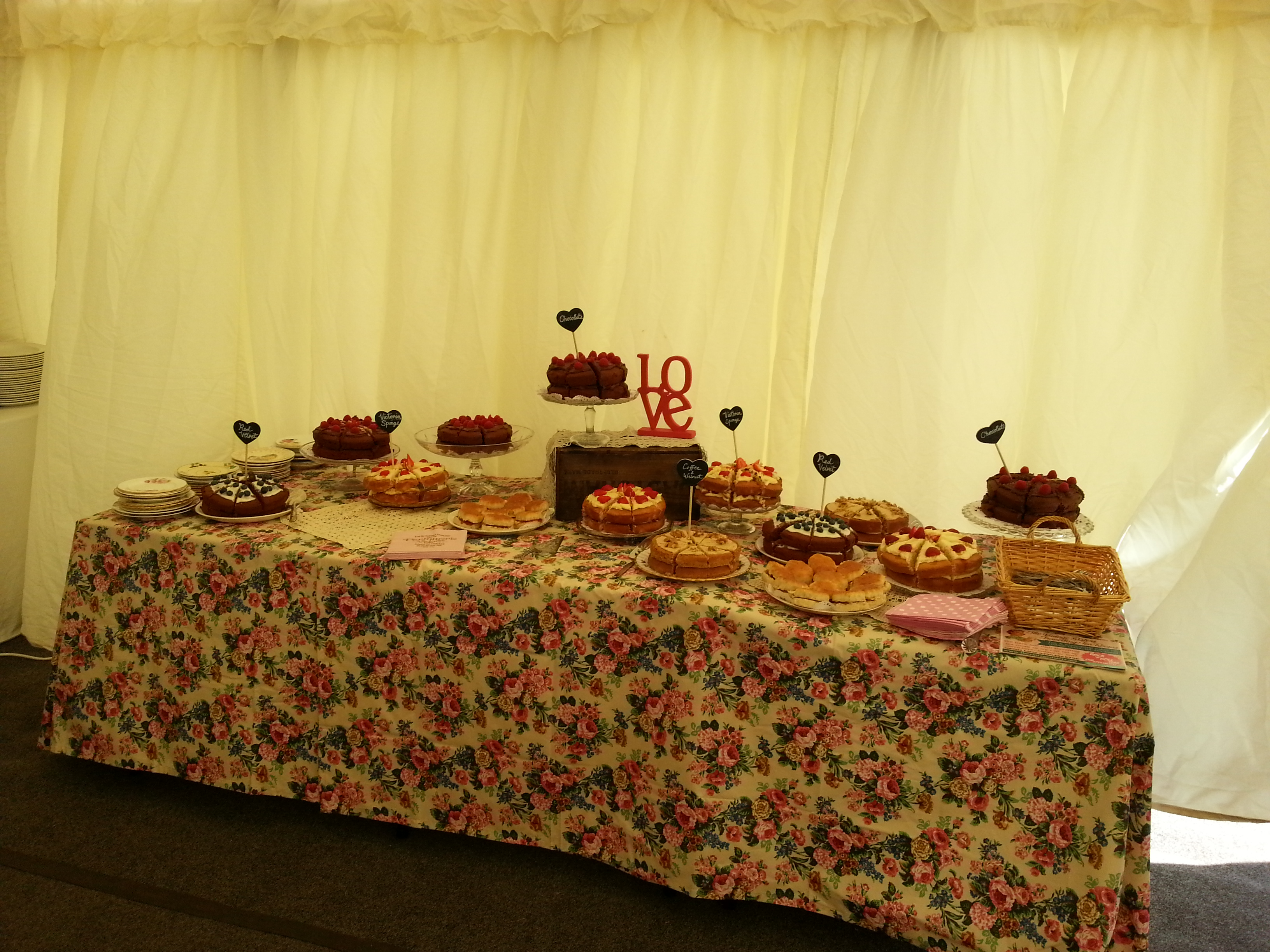 help yourself cake table