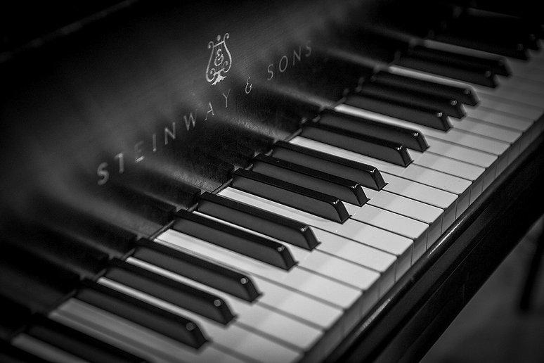 piano-3608945_1280_edited.jpg