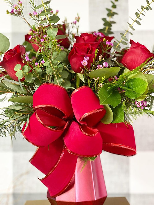 Valentine Special! Doz Roses in a beautiful vase